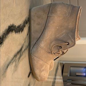 TOMS beige platform shoe
